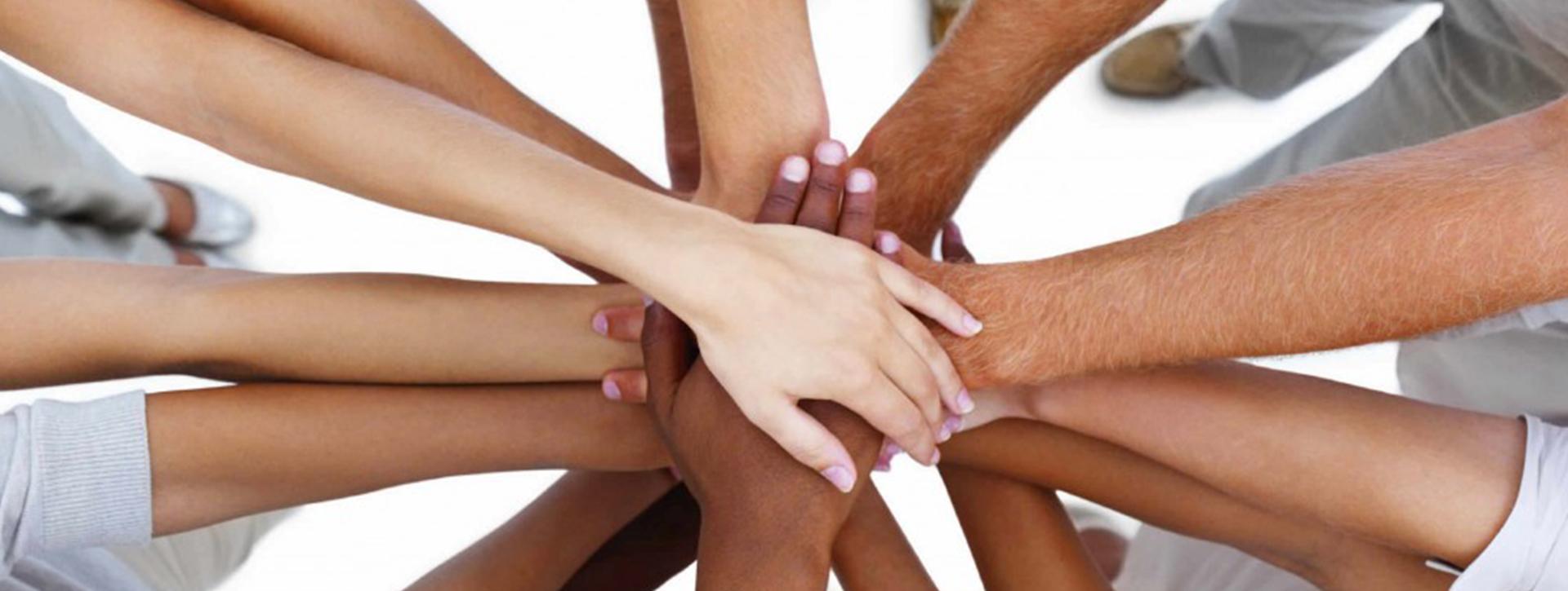 Našim cieľom je byť tam, kde sú ľudia v núdzi a spájať tých, ktorí chcú adresnú pomoc poskytovať tým, ktorí to potrebujú!